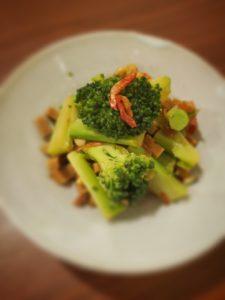 高野豆腐とブロッコリーの薫製炒め