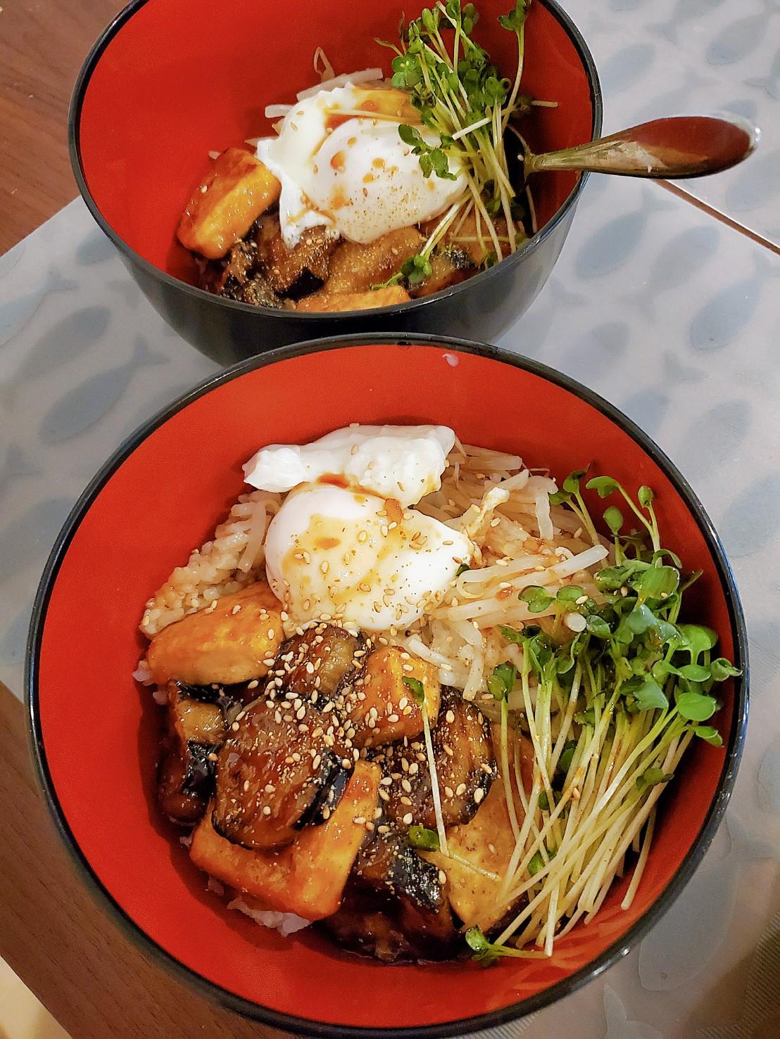 茄子と豆腐のベジ蒲焼き丼。